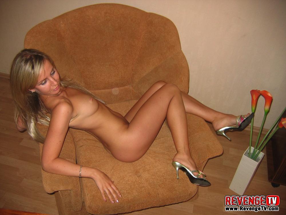порно брюнетка в кресле частное фото