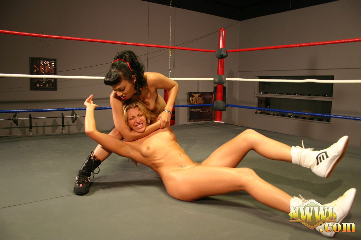 naked women wrestling lege